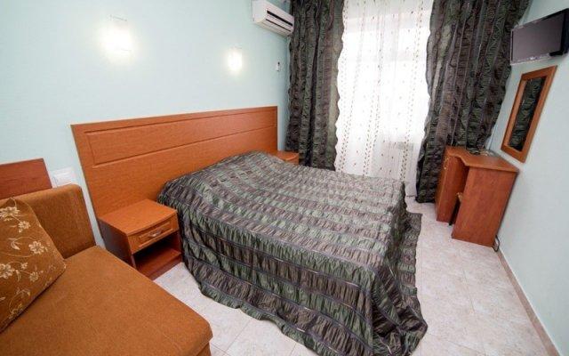 База отдыха Белый лебедь комната для гостей