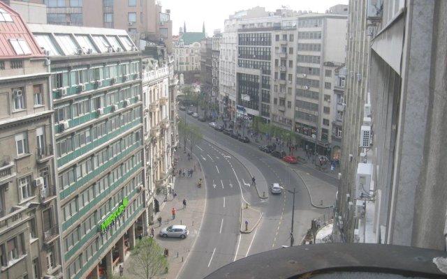 Отель Belgrade Republic Square Apartment Сербия, Белград - отзывы, цены и фото номеров - забронировать отель Belgrade Republic Square Apartment онлайн балкон
