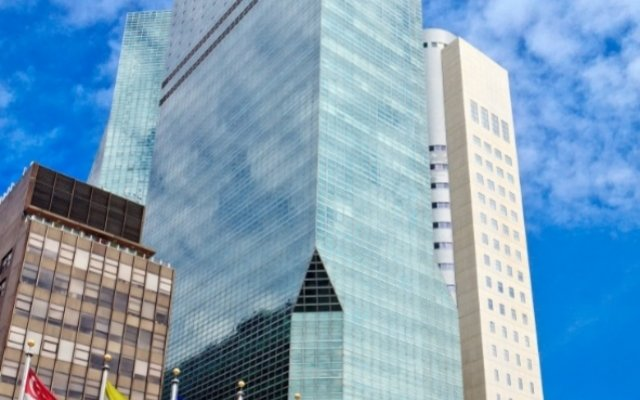 The West Tower At One Un New Y
