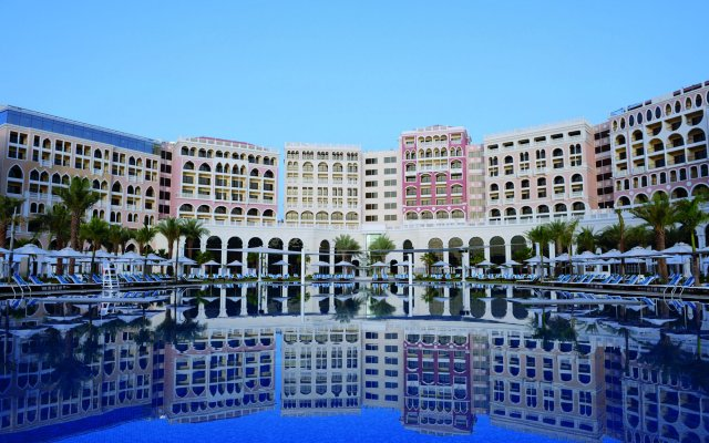 The Ritz-Carlton Abu Dhabi, Grand Canal 0