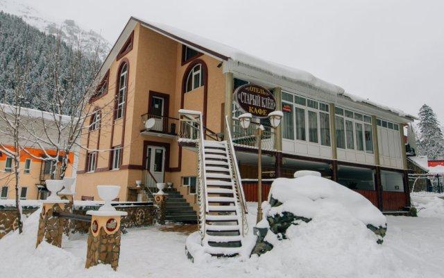 Гостиница Старый Клён вид на фасад