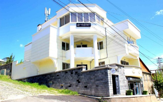Отель Tamosi Palace вид на фасад