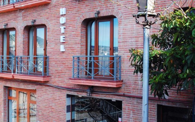 Отель 7 Baits вид на фасад