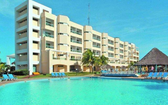 Отель BelleVue Palma Real All Inclusive бассейн