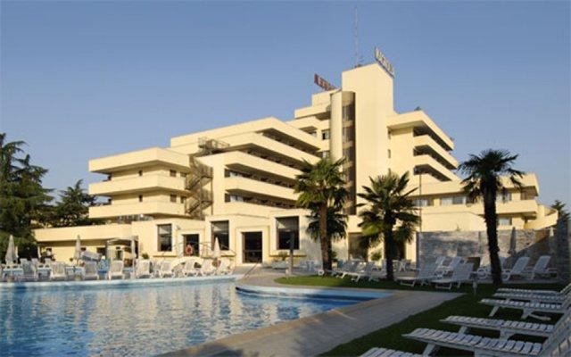 Отель Magnolia Wellness & Thermae Hotel Италия, Абано-Терме - отзывы, цены и фото номеров - забронировать отель Magnolia Wellness & Thermae Hotel онлайн бассейн
