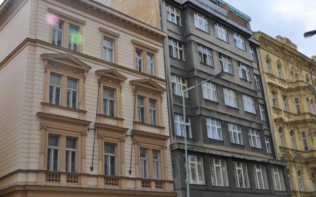 Отель Bambur Residence Чехия, Прага - отзывы, цены и фото номеров - забронировать отель Bambur Residence онлайн вид на фасад