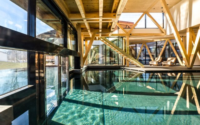 Отель Beauty & Wellness Resort Garberhof Маллес-Веноста бассейн