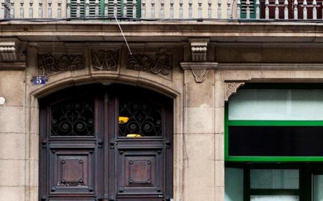 Отель Studios Pelayo Барселона вид на фасад