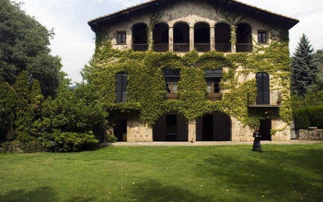 Отель Les Cols Pavellons вид на фасад