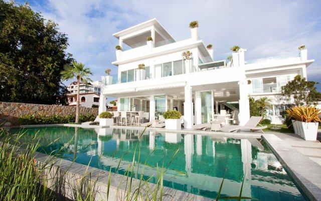 Отель Luxury 5 star beach villa 8 beds бассейн