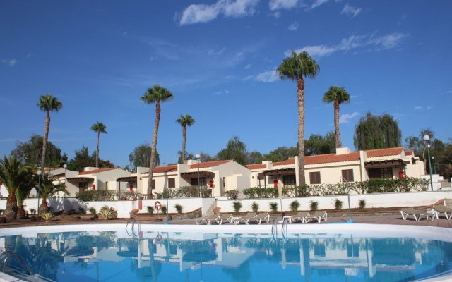 Отель Bungalows Colorado Golf Maspalomas бассейн
