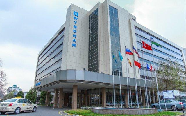 Отель Wyndham Tashkent вид на фасад