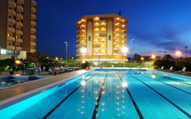 Отель Grand Hotel Montesilvano & Residence Италия, Монтезильвано - отзывы, цены и фото номеров - забронировать отель Grand Hotel Montesilvano & Residence онлайн бассейн
