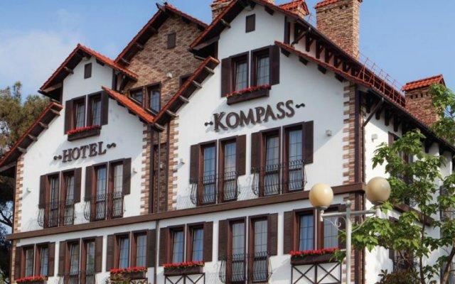 Гостиница Компас Отель Геленджик в Геленджике 4 отзыва об отеле, цены и фото номеров - забронировать гостиницу Компас Отель Геленджик онлайн вид на фасад