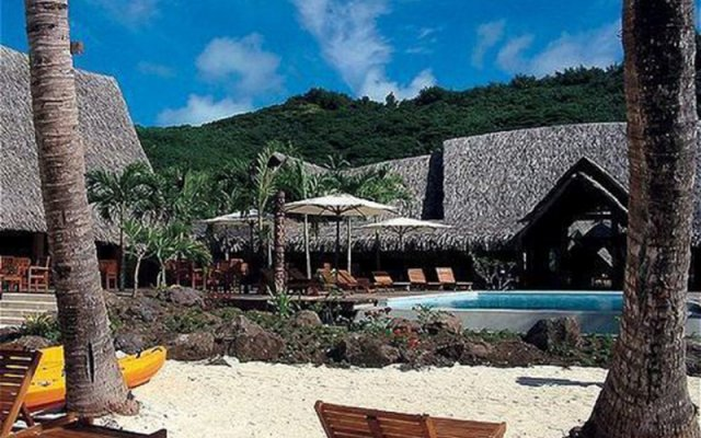 Отель Bora Bora Beach Resort бассейн