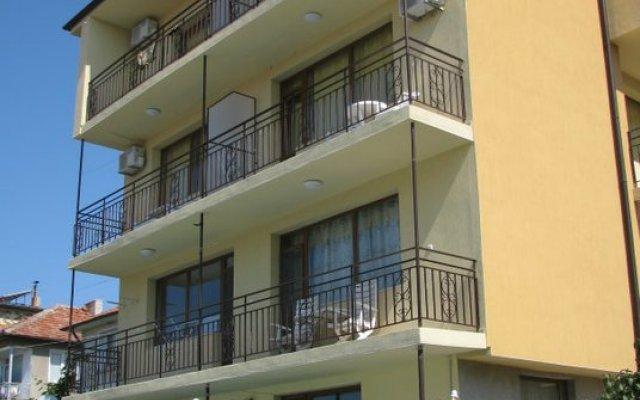 Chris Hotel Sveti Vlas вид на фасад