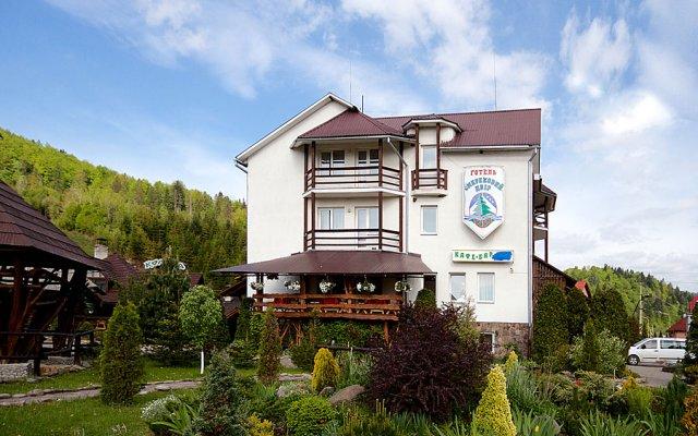 Гостиница Smerekovyi Dvir вид на фасад