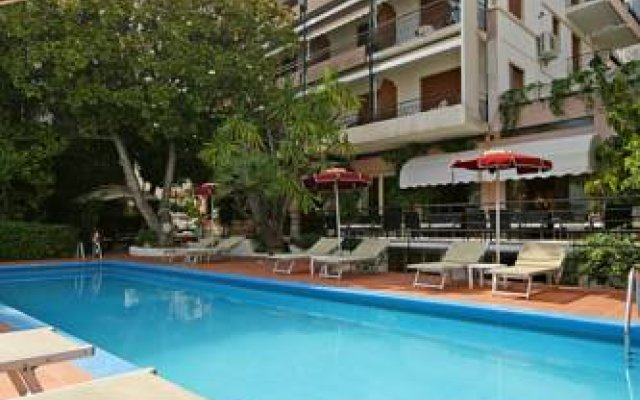 Hotel Principe бассейн