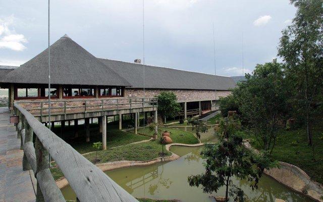 Отель Pululukwa Lodge