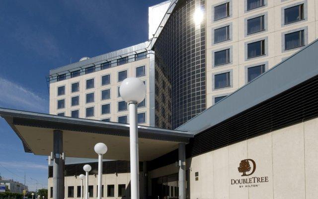 Отель DoubleTree by Hilton Tyumen Тюмень вид на фасад