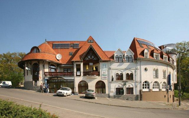 Отель Bástya Wellness Hotel Венгрия, Силвашварад - 2 отзыва об отеле, цены и фото номеров - забронировать отель Bástya Wellness Hotel онлайн вид на фасад