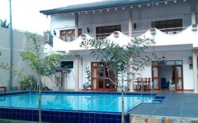 Отель Riverbank Bentota Берувела бассейн