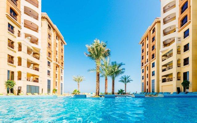 Отель DoubleTree by Hilton Resort & Spa Marjan Island бассейн