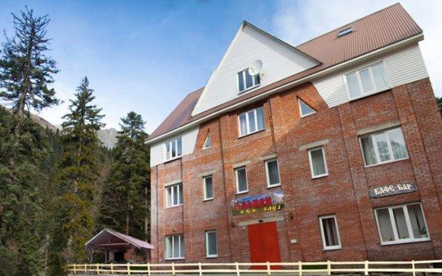 Гостиница Альпенхайс на Домбае отзывы, цены и фото номеров - забронировать гостиницу Альпенхайс онлайн Домбай вид на фасад