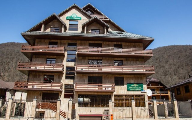 Гостиница Горная Резиденция АпартОтель вид на фасад