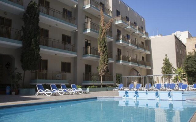 The Bugibba Hotel бассейн