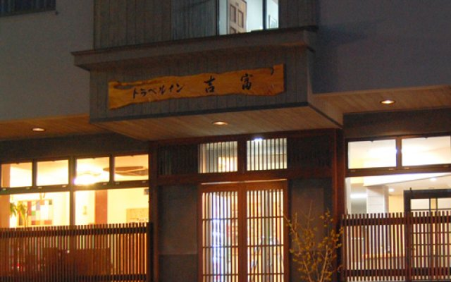Отель Travel Inn Yoshitomi Минамиогуни вид на фасад