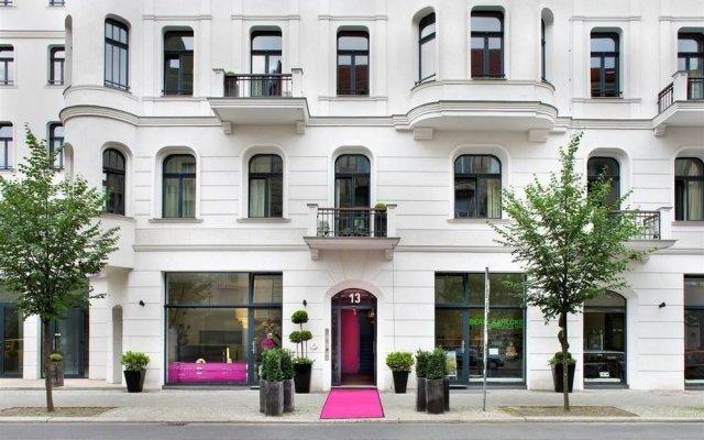 lux 11 berlin mitte berlin germany zenhotels. Black Bedroom Furniture Sets. Home Design Ideas