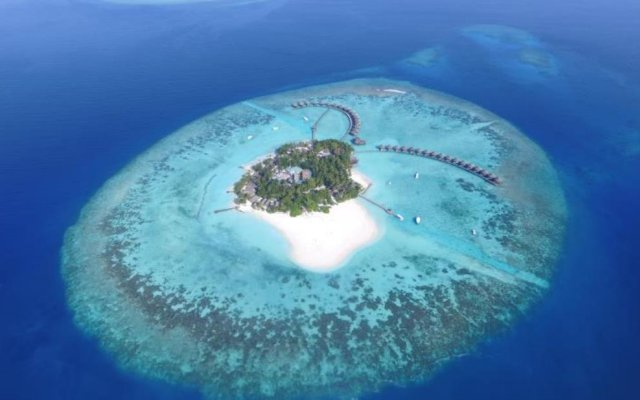 Отель Thulhagiri Island Resort бассейн