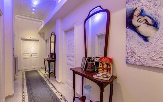 C. Luxury Palace & Hostel удобства в номере
