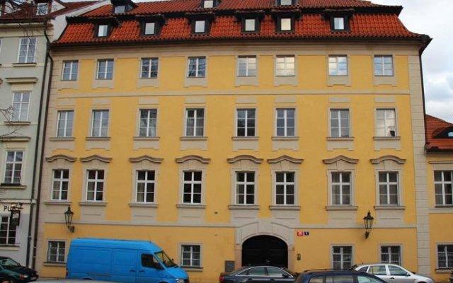 Charles Bridge International Hostel Прага вид на фасад