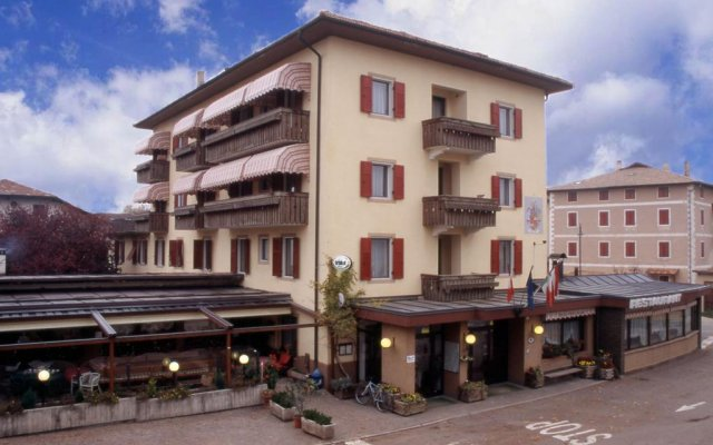 Отель Albergo Villanuova Монклассико вид на фасад