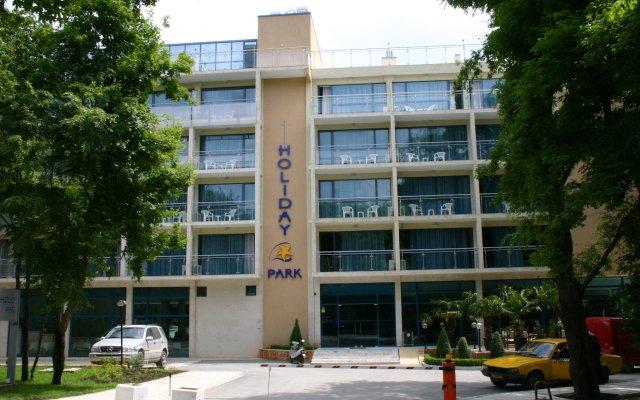 Отель Holiday Park Hotel Болгария, Золотые пески - отзывы, цены и фото номеров - забронировать отель Holiday Park Hotel онлайн парковка