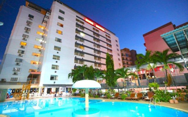 Pattaya Hiso Hotel бассейн