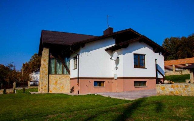 Гостиница Лесная Усадьба вид на фасад