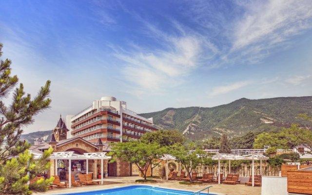 Гостиница Alean Family Resort & SPA Biarritz в Большом Геленджике 1 отзыв об отеле, цены и фото номеров - забронировать гостиницу Alean Family Resort & SPA Biarritz онлайн Большой Геленджик бассейн