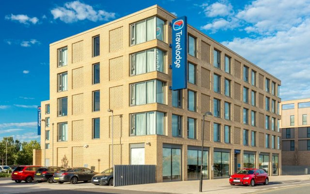 Travelodge London Excel Hotel вид на фасад