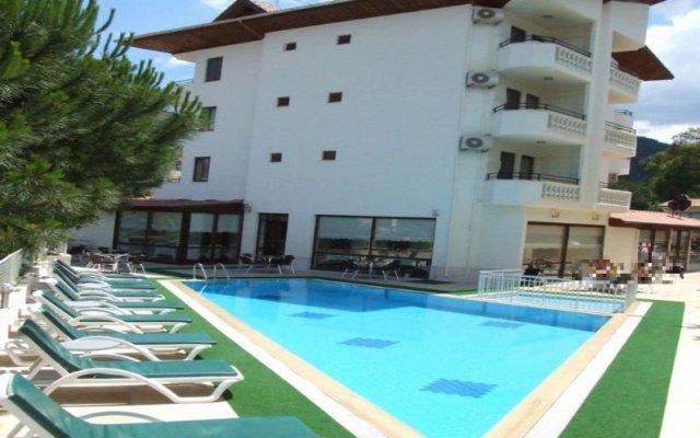 Babadan Hotel бассейн