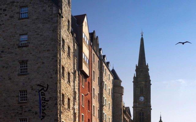 Radisson Blu Hotel, Edinburgh City Centre Эдинбург вид на фасад