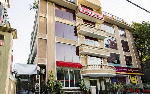 Отель Clarks Inn Nehru Place Индия, Нью-Дели - отзывы, цены и фото номеров - забронировать отель Clarks Inn Nehru Place онлайн вид на фасад