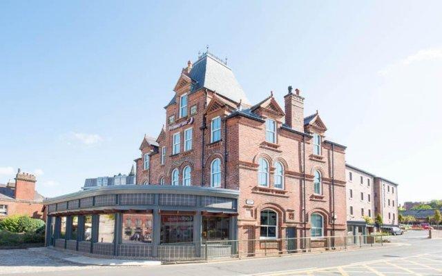 Отель Premier Inn Leek Town Centre вид на фасад
