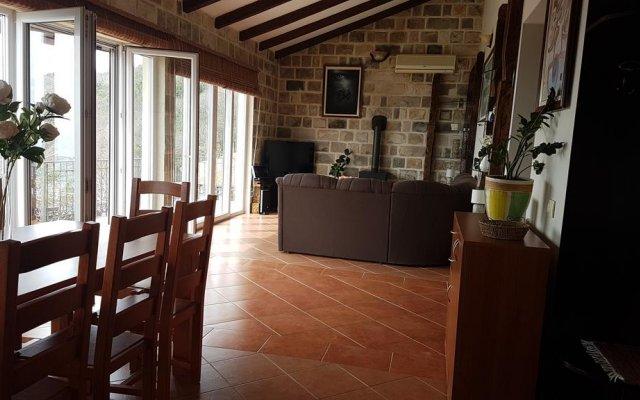 Отель Luxury Villas Lapcici Черногория, Будва - отзывы, цены и фото номеров - забронировать отель Luxury Villas Lapcici онлайн комната для гостей