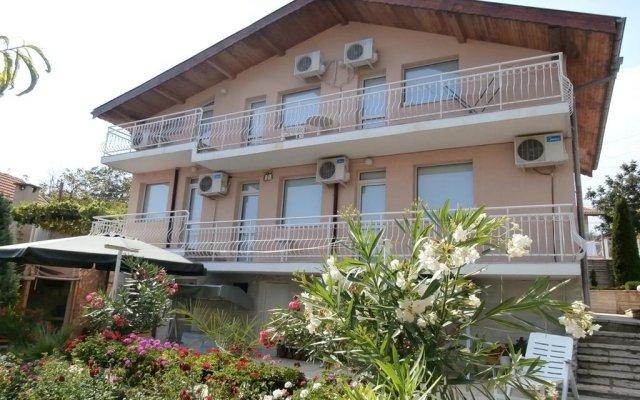 Отель Villa Karina вид на фасад