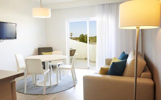 Отель AlvorMar Apartamentos Turisticos Портимао комната для гостей