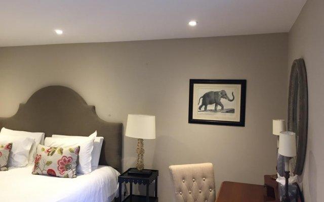 Отель Roof Garden Rooms Лондон комната для гостей