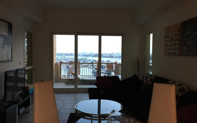 Отель Yanjoon Holiday Homes - Marina Residence комната для гостей